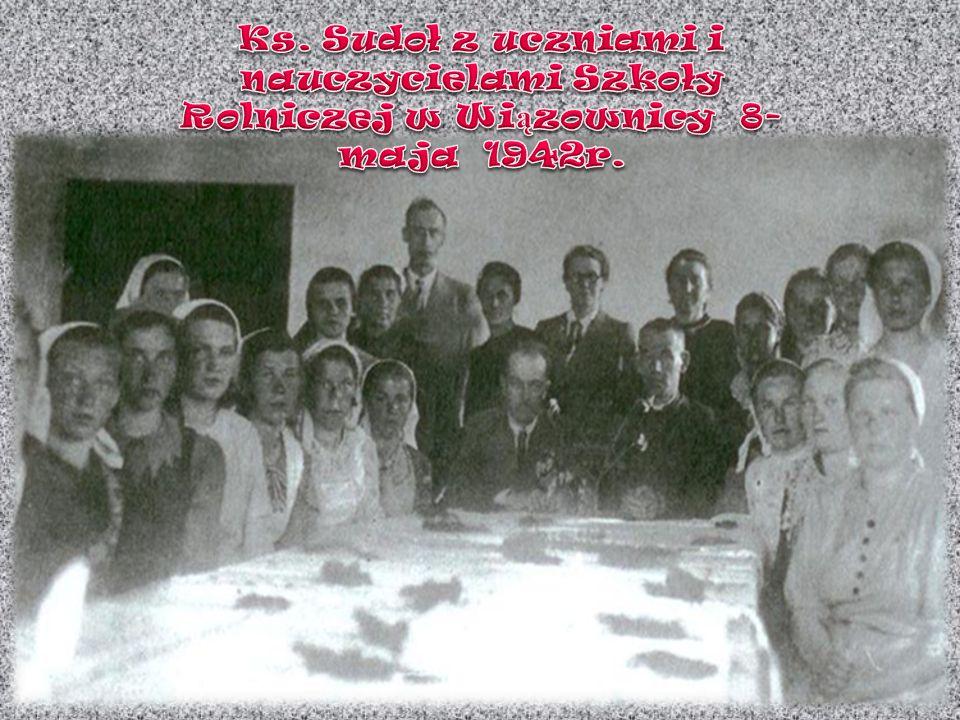 Ks. Sudoł z uczniami i nauczycielami Szkoły Rolniczej w Wiązownicy 8-maja 1942r.
