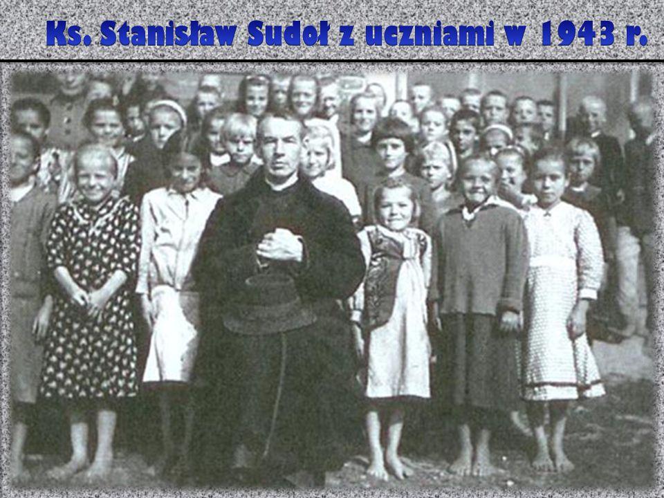 Ks. Stanisław Sudoł z uczniami w 1943 r.