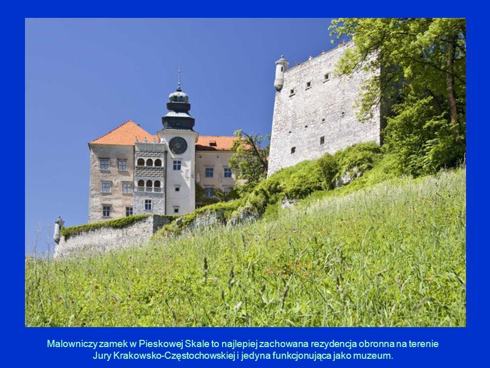Malowniczy zamek w Pieskowej Skale to najlepiej zachowana rezydencja obronna na terenie Jury Krakowsko-Częstochowskiej i jedyna funkcjonująca jako muzeum.