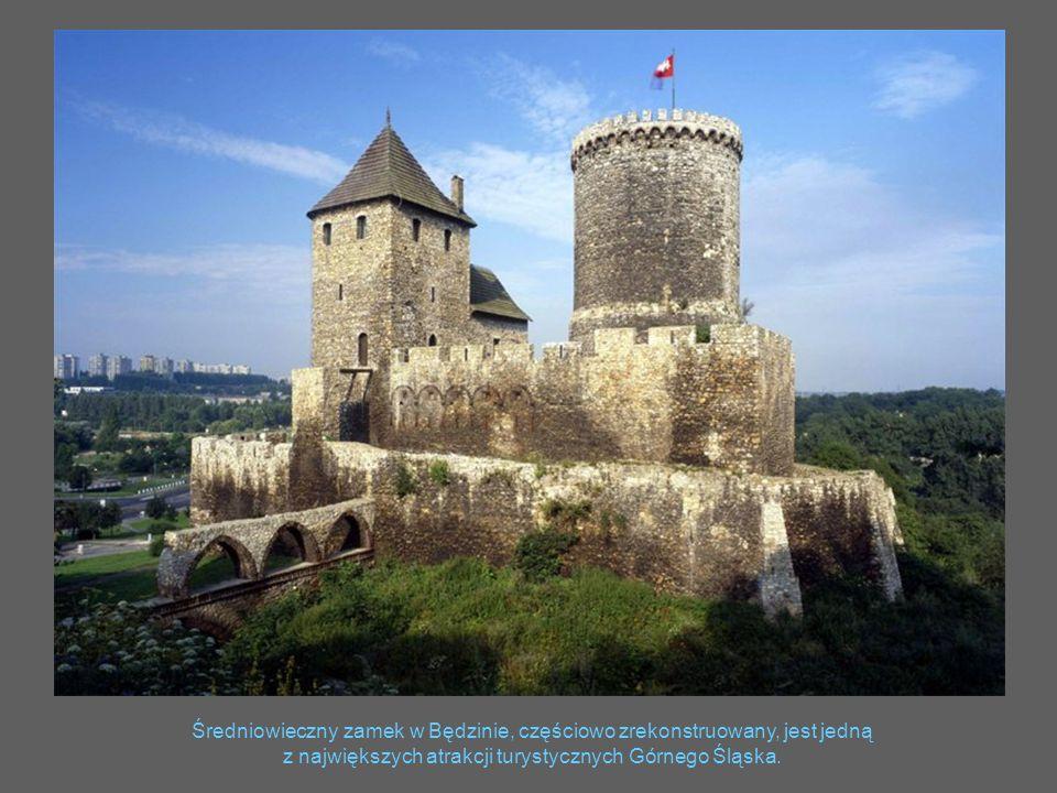 Średniowieczny zamek w Będzinie, częściowo zrekonstruowany, jest jedną z największych atrakcji turystycznych Górnego Śląska.