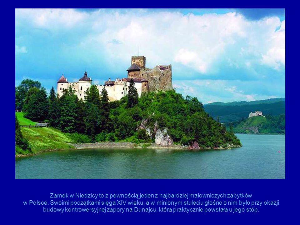 Zamek w Niedzicy to z pewnością jeden z najbardziej malowniczych zabytków w Polsce.