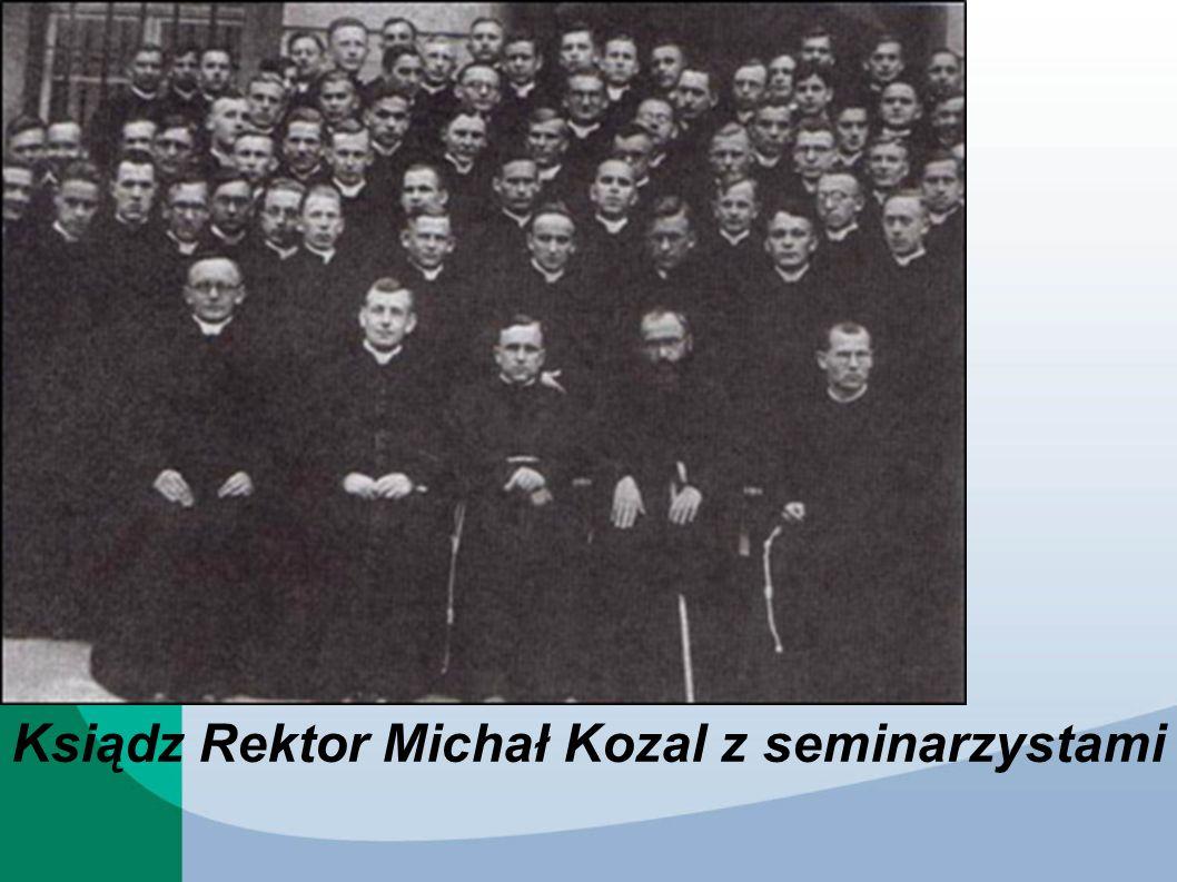 Ksiądz Rektor Michał Kozal z seminarzystami