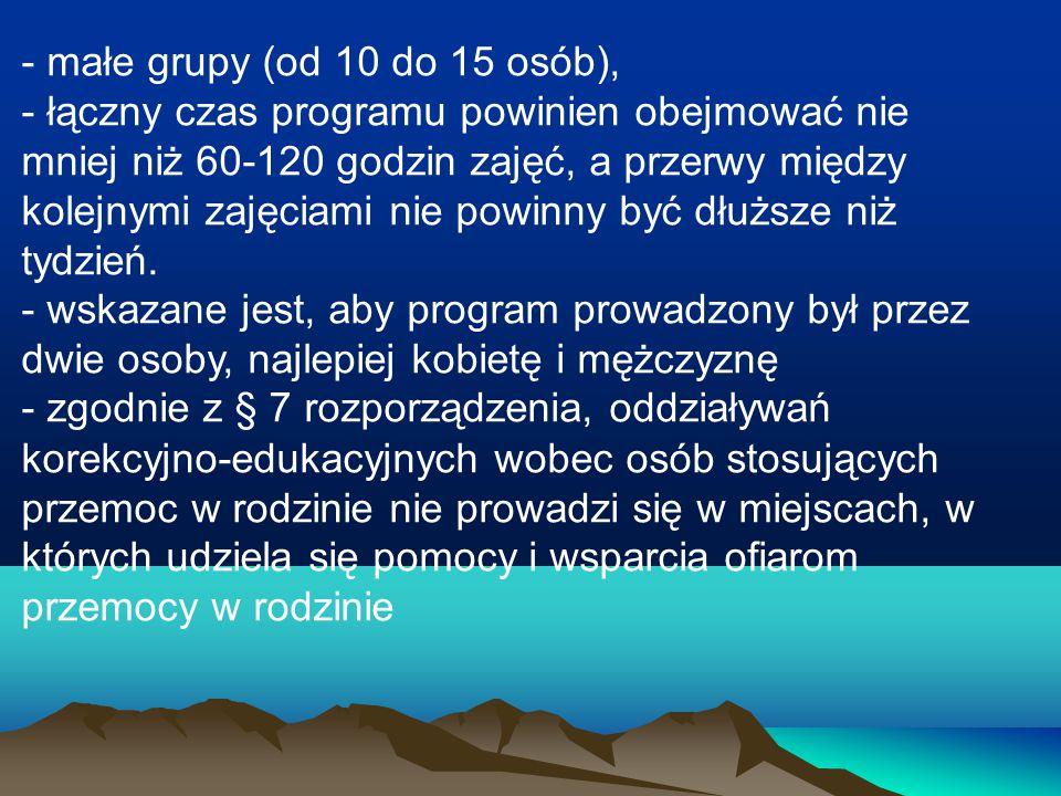 - małe grupy (od 10 do 15 osób),