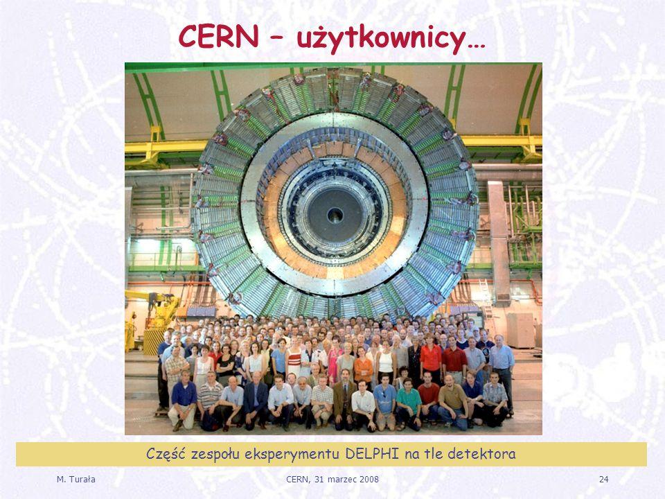 Część zespołu eksperymentu DELPHI na tle detektora