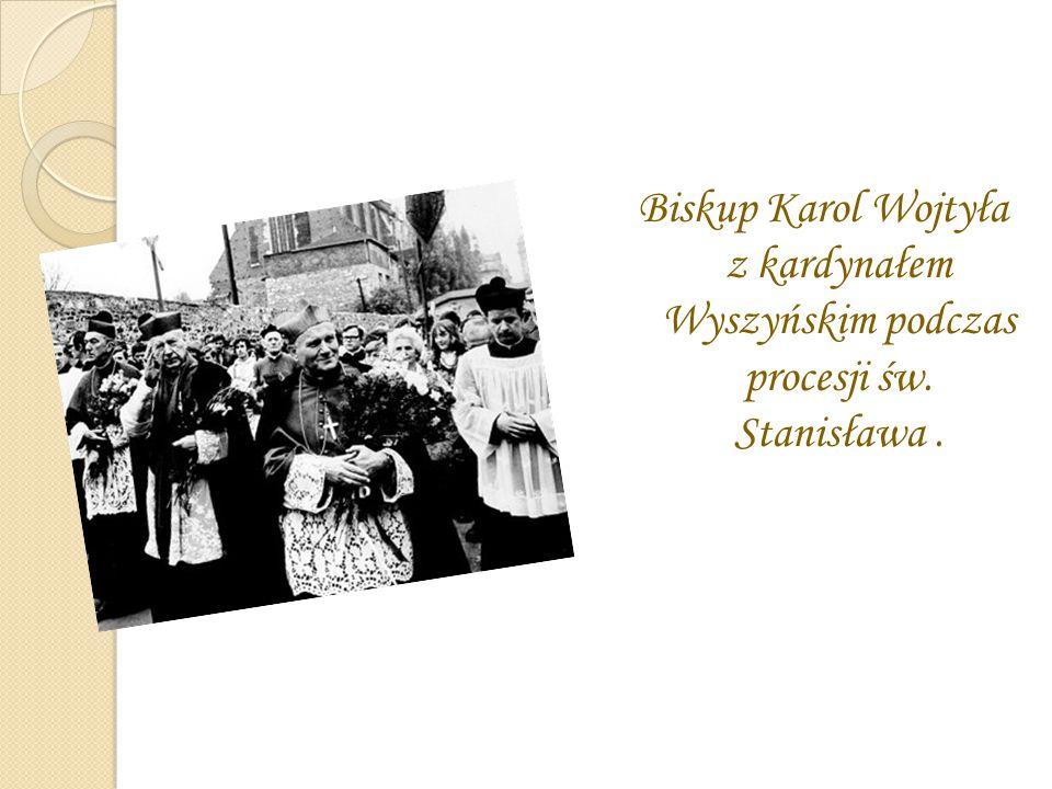 Biskup Karol Wojtyła z kardynałem Wyszyńskim podczas procesji św