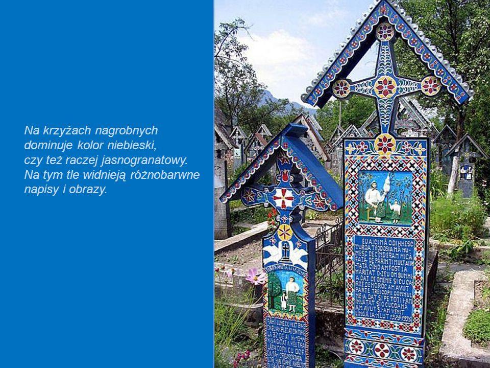 Na krzyżach nagrobnych dominuje kolor niebieski,