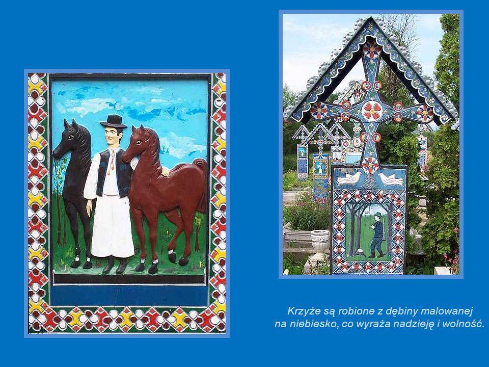 Krzyże są robione z dębiny malowanej