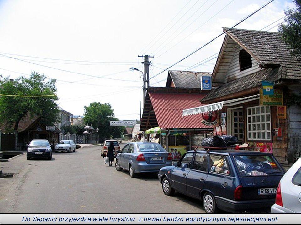 Do Sapanty przyjeżdża wiele turystów z nawet bardzo egzotycznymi rejestracjami aut.