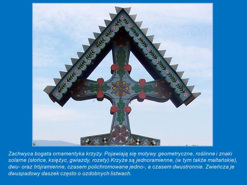Zachwyca bogata ornamentyka krzyży