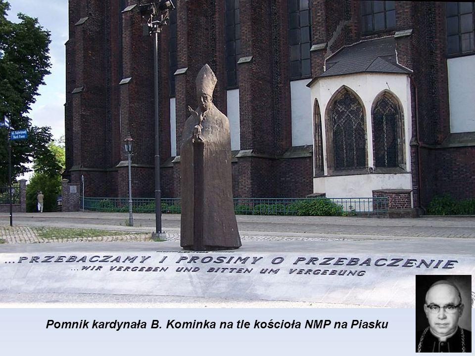 Pomnik kardynała B. Kominka na tle kościoła NMP na Piasku