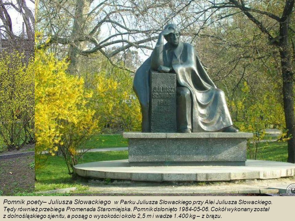 Pomnik poety– Juliusza Słowackiego w Parku Juliusza Słowackiego przy Alei Juliusza Słowackiego.