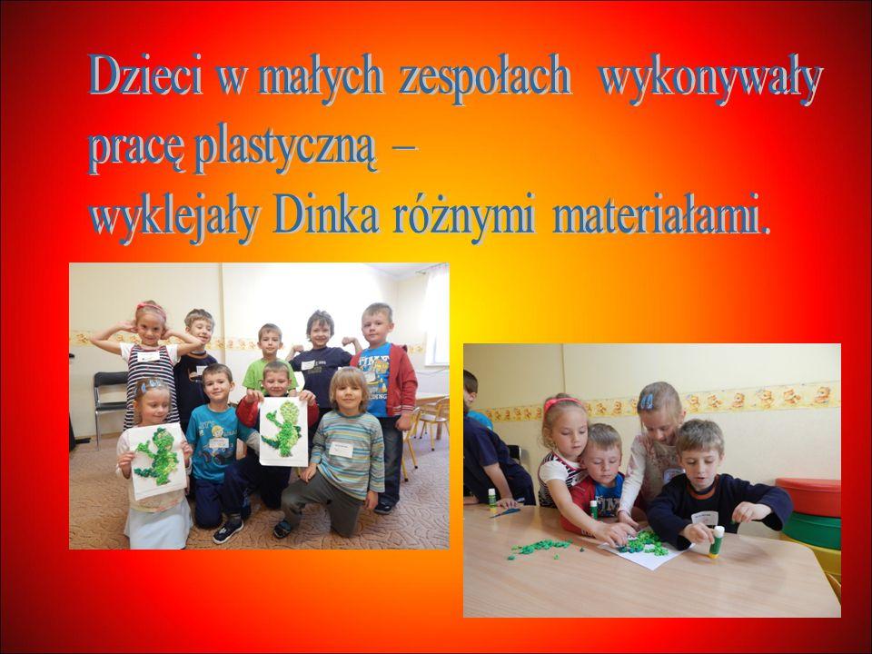 Dzieci w małych zespołach wykonywały