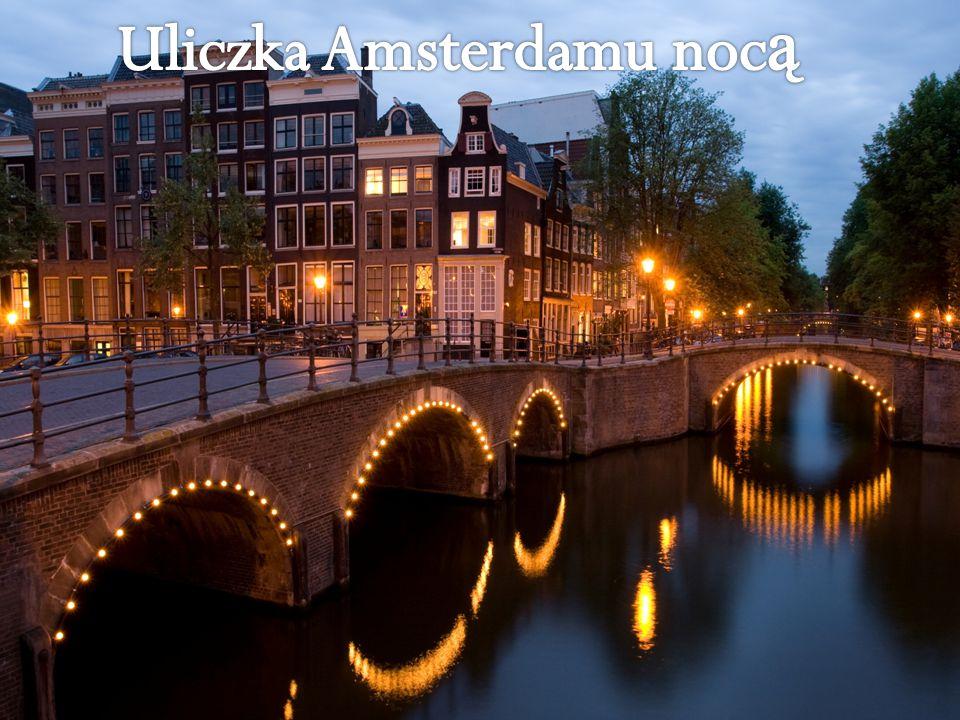 Uliczka Amsterdamu nocą