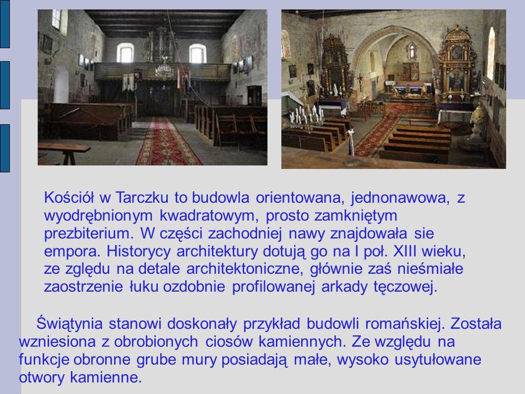 Kościół w Tarczku to budowla orientowana, jednonawowa, z wyodrębnionym kwadratowym, prosto zamkniętym prezbiterium. W części zachodniej nawy znajdowała sie empora. Historycy architektury dotują go na I poł. XIII wieku, ze zględu na detale architektoniczne, głównie zaś nieśmiałe zaostrzenie łuku ozdobnie profilowanej arkady tęczowej.