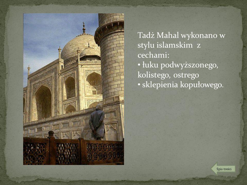 Tadż Mahal wykonano w stylu islamskim z cechami: