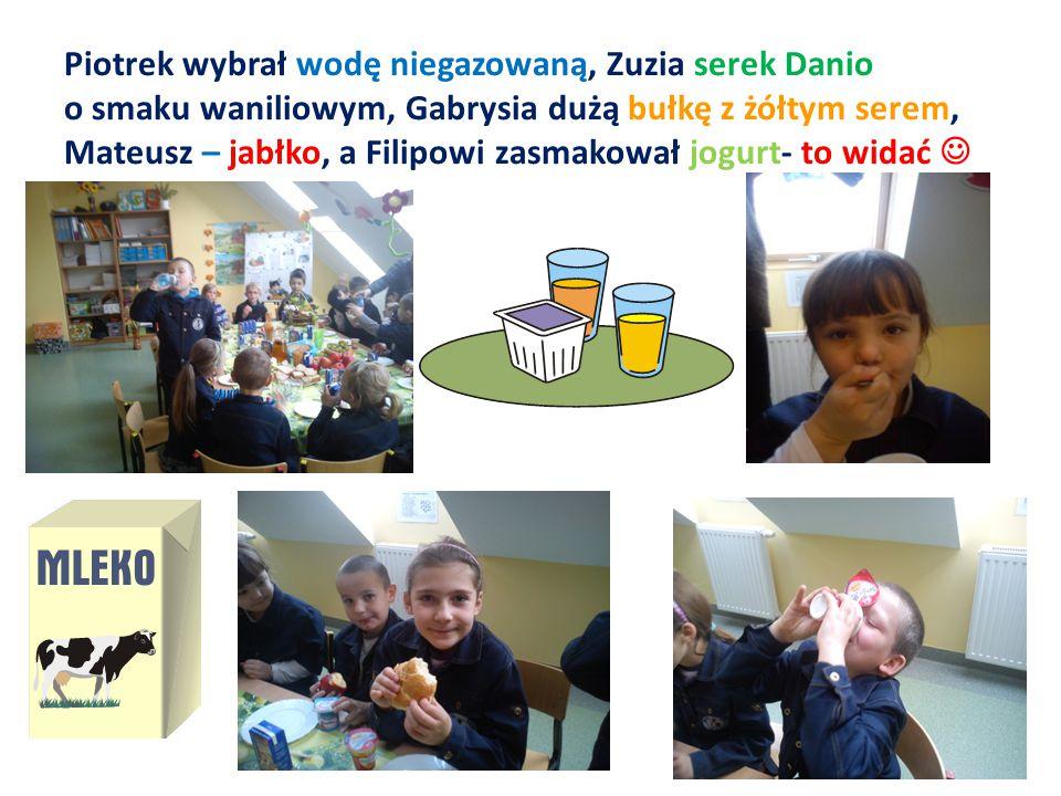 Piotrek wybrał wodę niegazowaną, Zuzia serek Danio o smaku waniliowym, Gabrysia dużą bułkę z żółtym serem, Mateusz – jabłko, a Filipowi zasmakował jogurt- to widać 