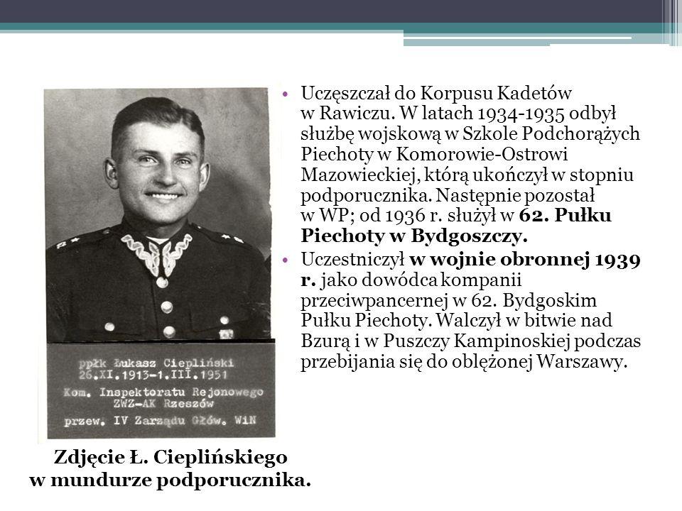 Zdjęcie Ł. Cieplińskiego w mundurze podporucznika.