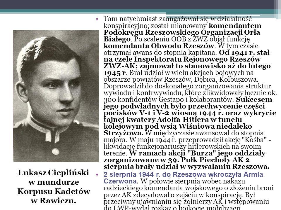 Łukasz Ciepliński w mundurze Korpusu Kadetów w Rawiczu.