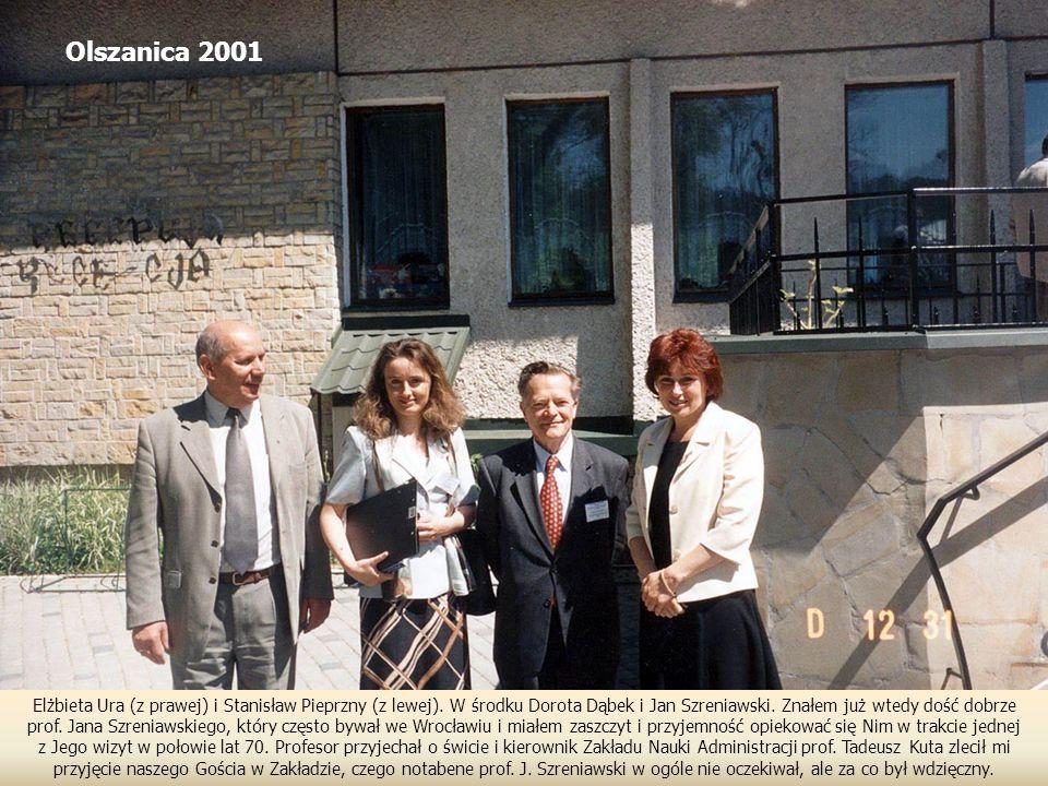 Olszanica 2001 Elżbieta Ura (z prawej) i Stanisław Pieprzny (z lewej). W środku Dorota Dąbek i Jan Szreniawski. Znałem już wtedy dość dobrze.
