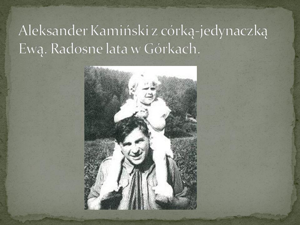 Aleksander Kamiński z córką-jedynaczką Ewą. Radosne lata w Górkach.