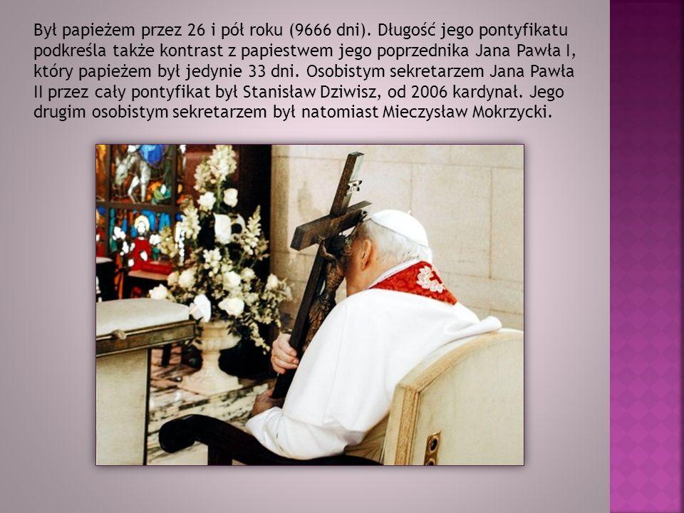 Był papieżem przez 26 i pół roku (9666 dni)