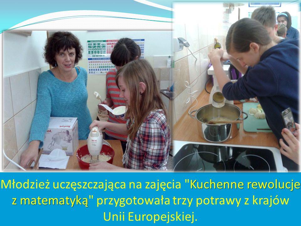 Młodzież uczęszczająca na zajęcia Kuchenne rewolucje z matematyką przygotowała trzy potrawy z krajów Unii Europejskiej.