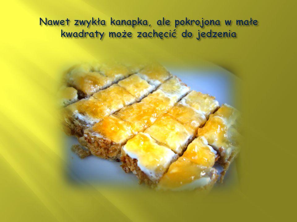 Nawet zwykła kanapka, ale pokrojona w małe kwadraty może zachęcić do jedzenia