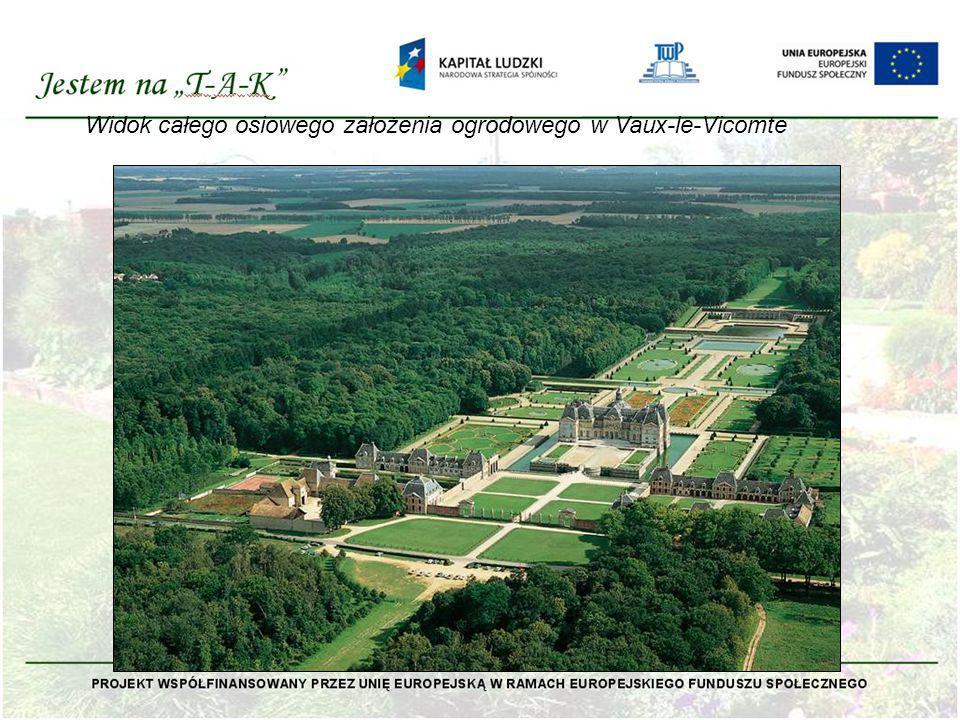 Widok całego osiowego założenia ogrodowego w Vaux-le-Vicomte