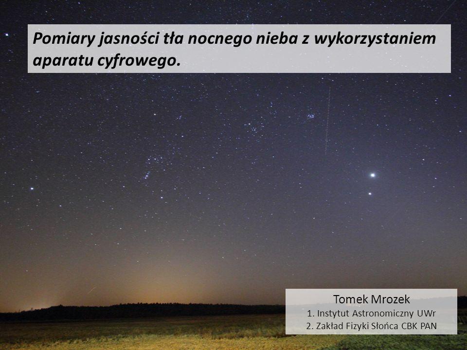 Pomiary jasności tła nocnego nieba z wykorzystaniem aparatu cyfrowego.