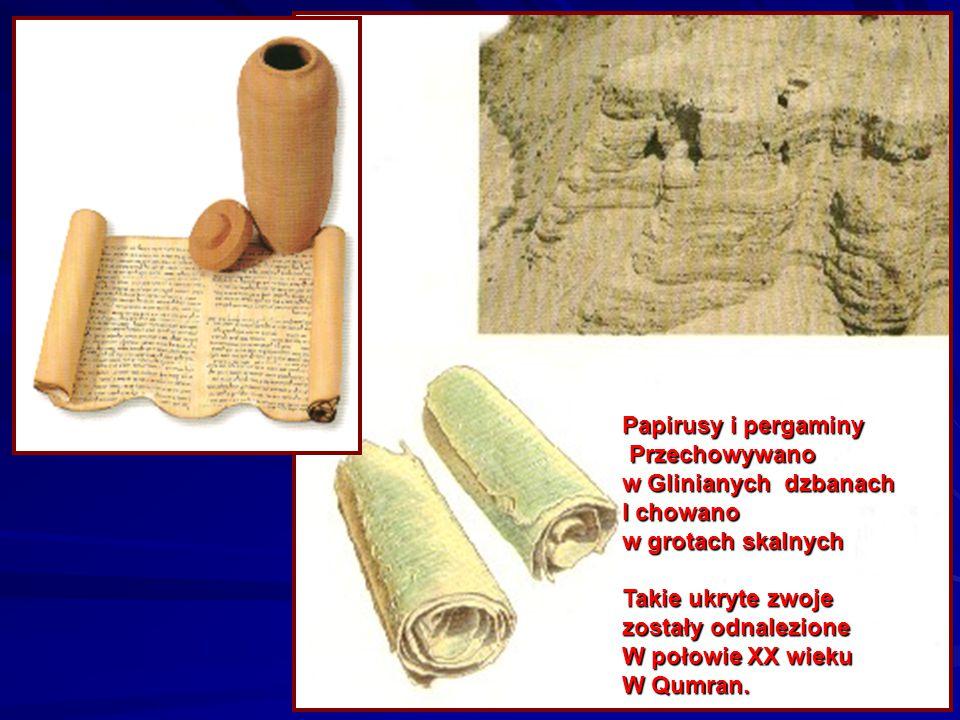 Papirusy i pergaminy Przechowywano. w Glinianych dzbanach. I chowano. w grotach skalnych. Takie ukryte zwoje.