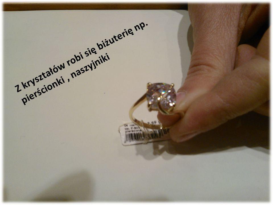 Z kryształów robi się biżuterię np. pierścionki , naszyjniki