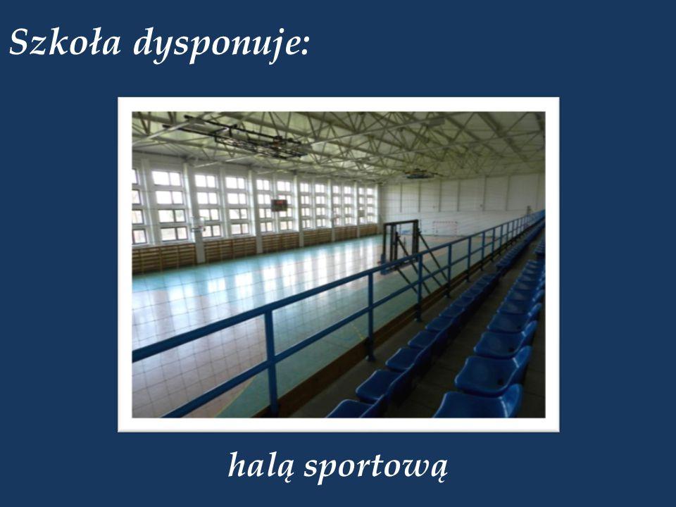 Szkoła dysponuje: halą sportową
