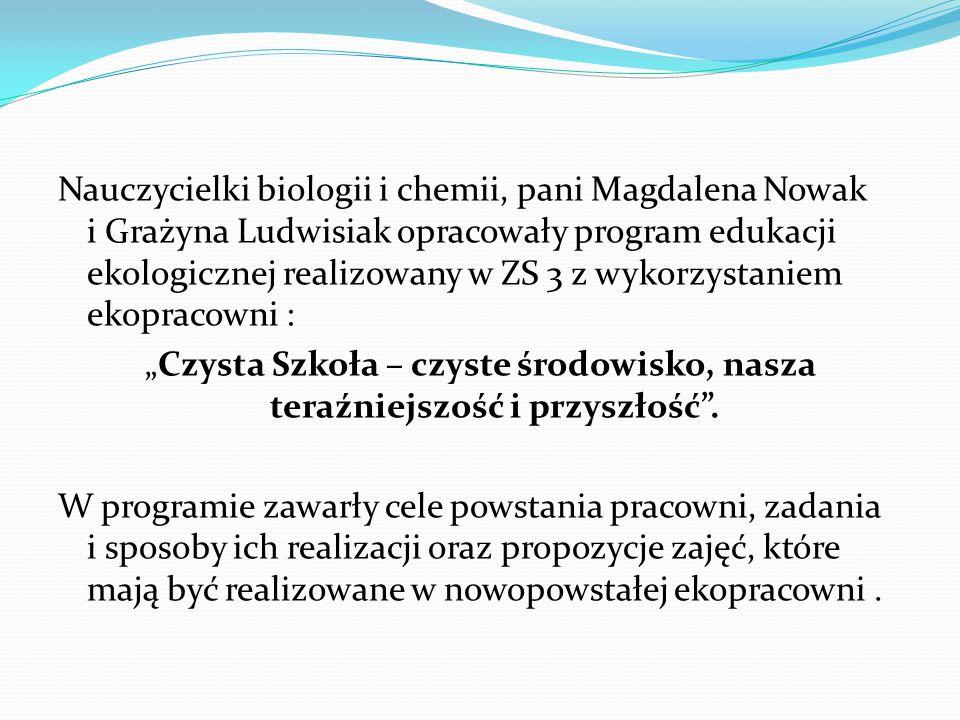 """Nauczycielki biologii i chemii, pani Magdalena Nowak i Grażyna Ludwisiak opracowały program edukacji ekologicznej realizowany w ZS 3 z wykorzystaniem ekopracowni : """"Czysta Szkoła – czyste środowisko, nasza teraźniejszość i przyszłość ."""