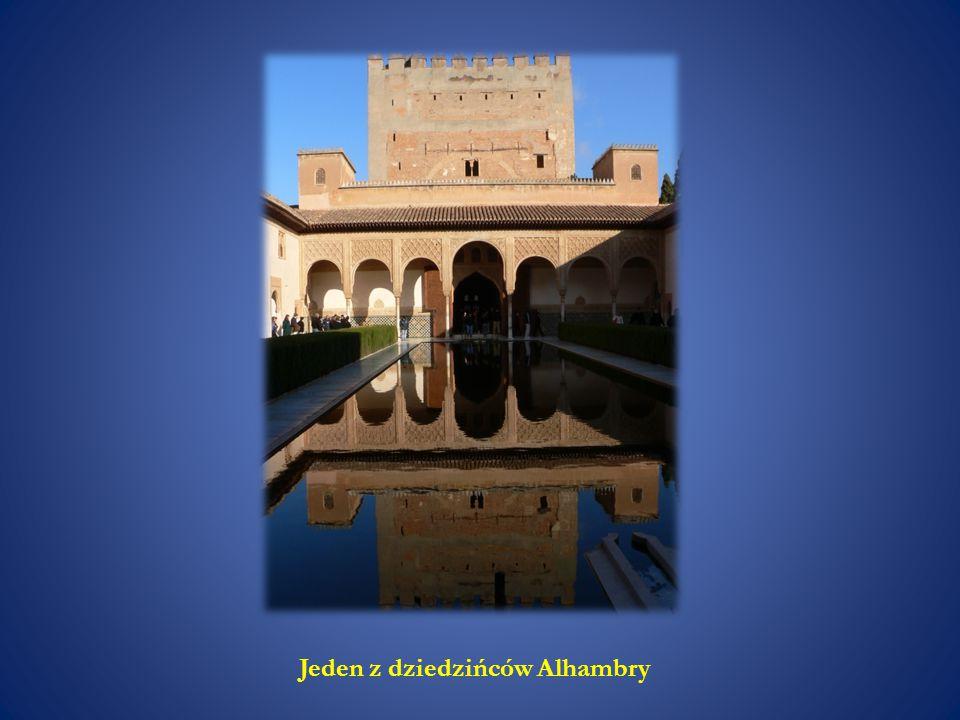 Jeden z dziedzińców Alhambry