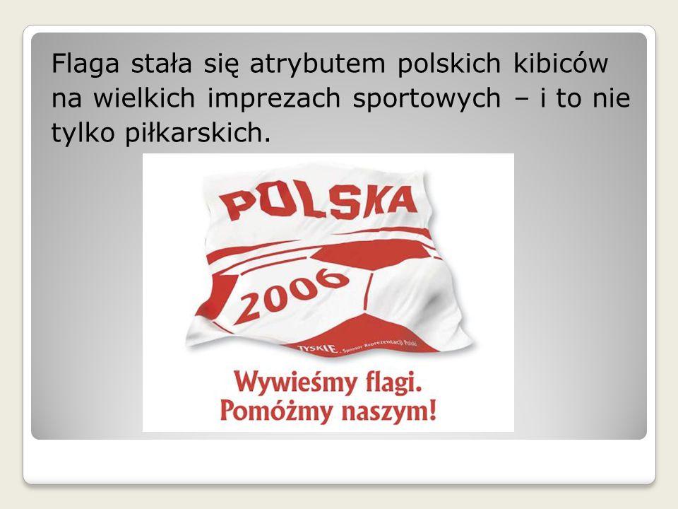 Flaga stała się atrybutem polskich kibiców