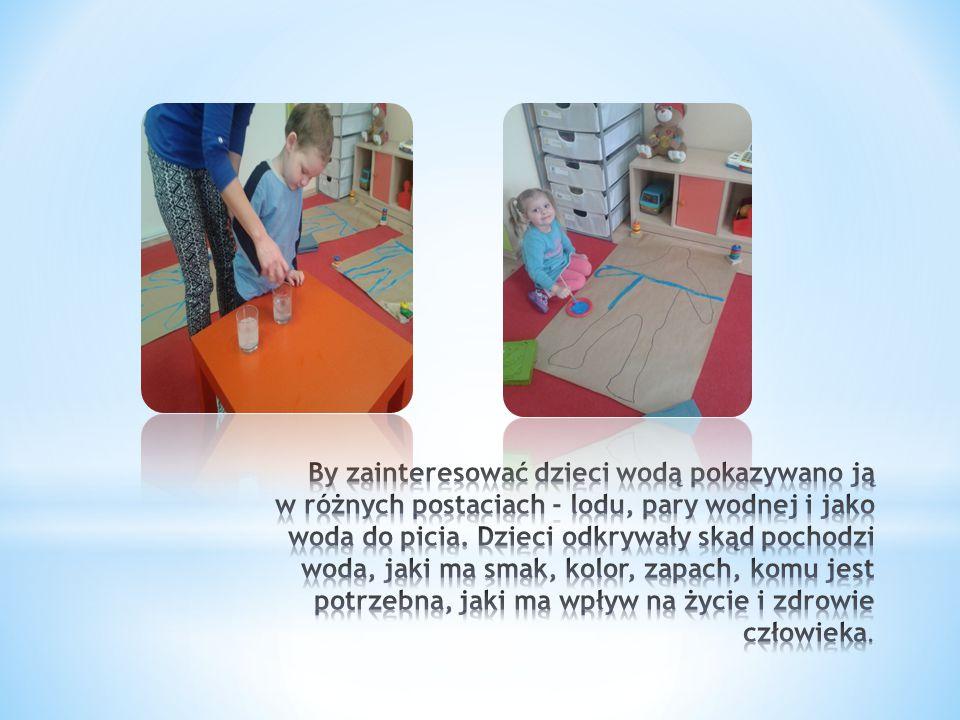 By zainteresować dzieci wodą pokazywano ją w różnych postaciach - lodu, pary wodnej i jako woda do picia.