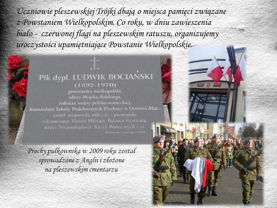 Uczniowie pleszewskiej Trójki dbają o miejsca pamięci związane z Powstaniem Wielkopolskim. Co roku, w dniu zawieszenia biało - czerwonej flagi na pleszewskim ratuszu, organizujemy uroczystości upamiętniające Powstanie Wielkopolskie.