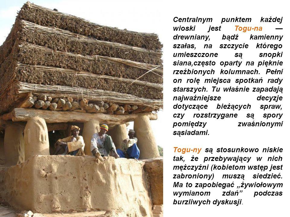 Centralnym punktem każdej wioski jest Togu-na — drewniany, bądź kamienny szałas, na szczycie którego umieszczone są snopki siana,często oparty na pięknie rzeźbionych kolumnach. Pełni on rolę miejsca spotkań rady starszych. Tu właśnie zapadają najważniejsze decyzje dotyczące bieżących spraw, czy rozstrzygane są spory pomiędzy zwaśnionymi sąsiadami.