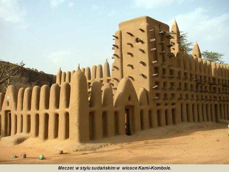 Meczet w stylu sudańskim w wiosce Kami-Kombole.