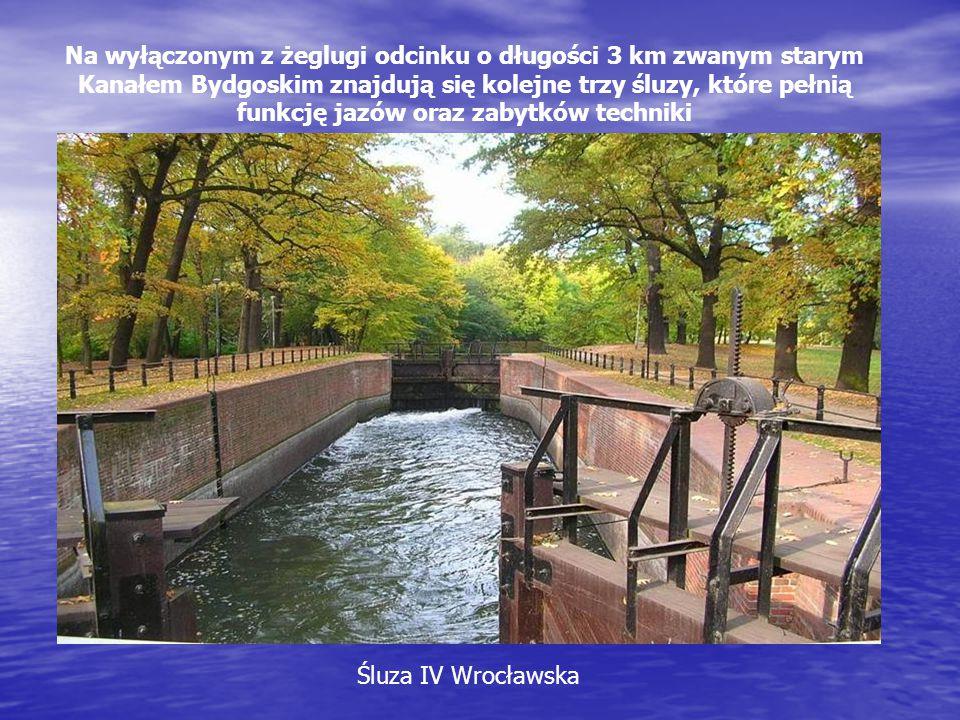 Na wyłączonym z żeglugi odcinku o długości 3 km zwanym starym Kanałem Bydgoskim znajdują się kolejne trzy śluzy, które pełnią funkcję jazów oraz zabytków techniki