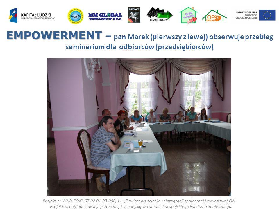 EMPOWERMENT – pan Marek (pierwszy z lewej) obserwuje przebieg seminarium dla odbiorców (przedsiębiorców)