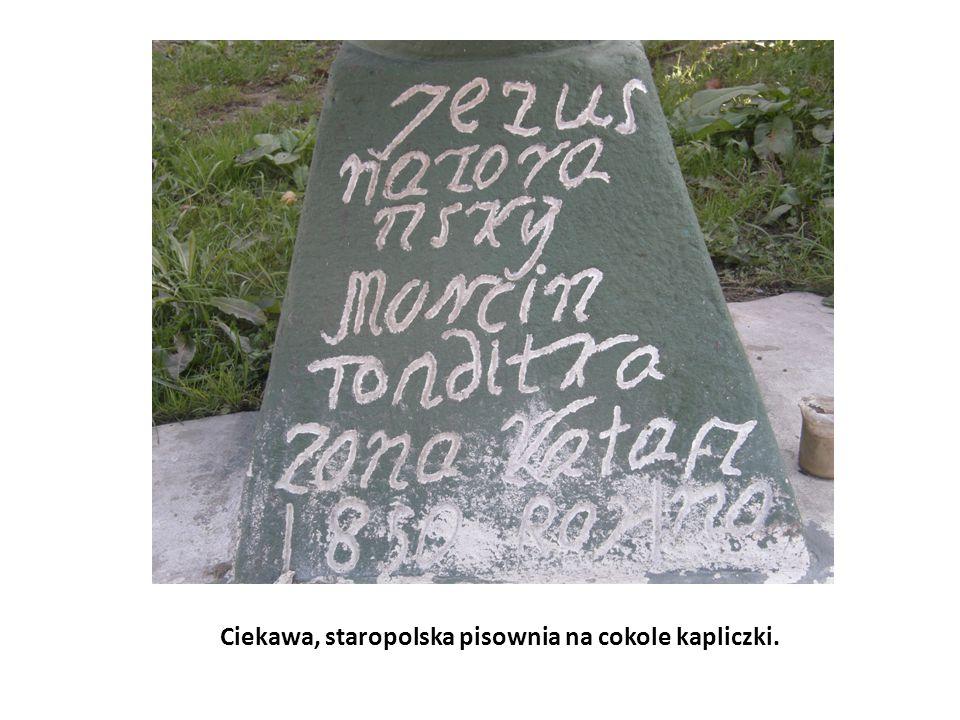 Ciekawa, staropolska pisownia na cokole kapliczki.