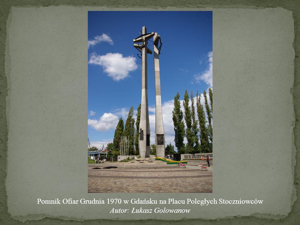 Pomnik Ofiar Grudnia 1970 w Gdańsku na Placu Poległych Stoczniowców
