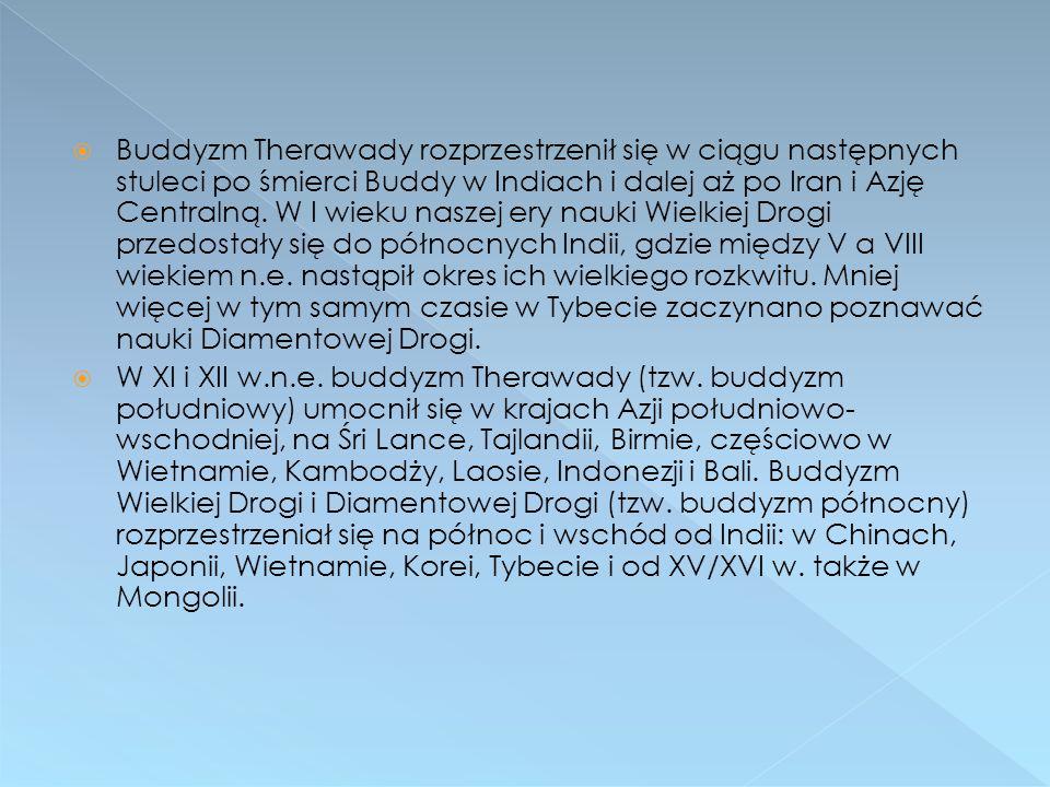 Buddyzm Therawady rozprzestrzenił się w ciągu następnych stuleci po śmierci Buddy w Indiach i dalej aż po Iran i Azję Centralną. W I wieku naszej ery nauki Wielkiej Drogi przedostały się do północnych Indii, gdzie między V a VIII wiekiem n.e. nastąpił okres ich wielkiego rozkwitu. Mniej więcej w tym samym czasie w Tybecie zaczynano poznawać nauki Diamentowej Drogi.
