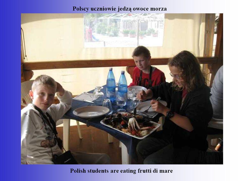 Polscy uczniowie jedzą owoce morza