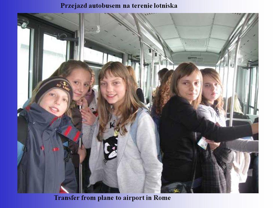 Przejazd autobusem na terenie lotniska