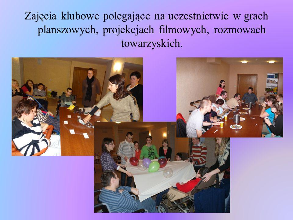 Zajęcia klubowe polegające na uczestnictwie w grach planszowych, projekcjach filmowych, rozmowach towarzyskich.