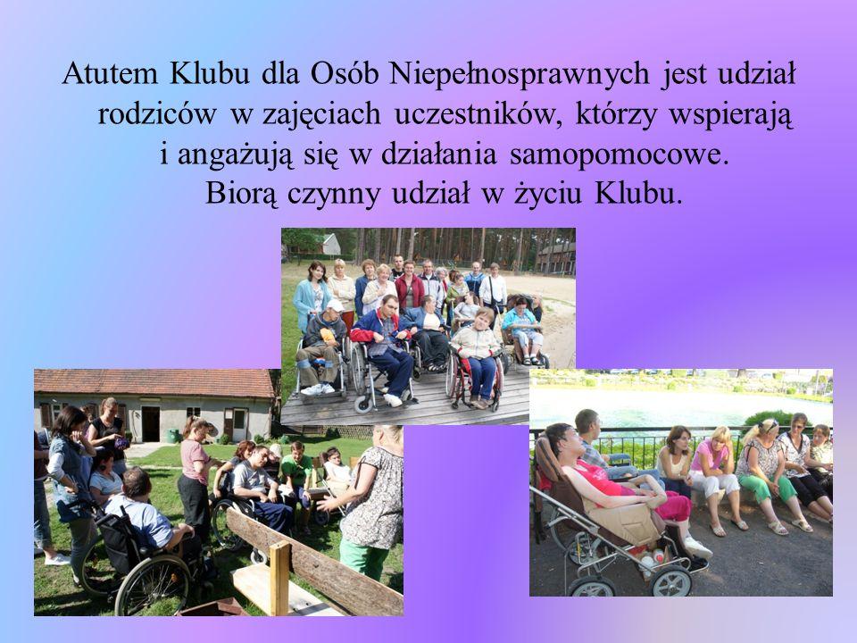 Atutem Klubu dla Osób Niepełnosprawnych jest udział rodziców w zajęciach uczestników, którzy wspierają i angażują się w działania samopomocowe.