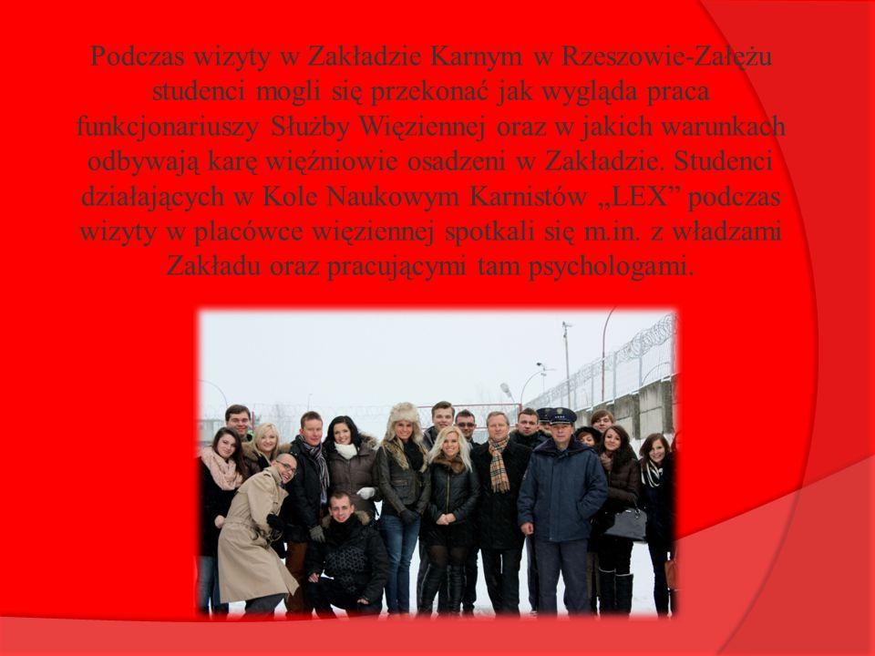 Podczas wizyty w Zakładzie Karnym w Rzeszowie-Załężu studenci mogli się przekonać jak wygląda praca funkcjonariuszy Służby Więziennej oraz w jakich warunkach odbywają karę więźniowie osadzeni w Zakładzie.