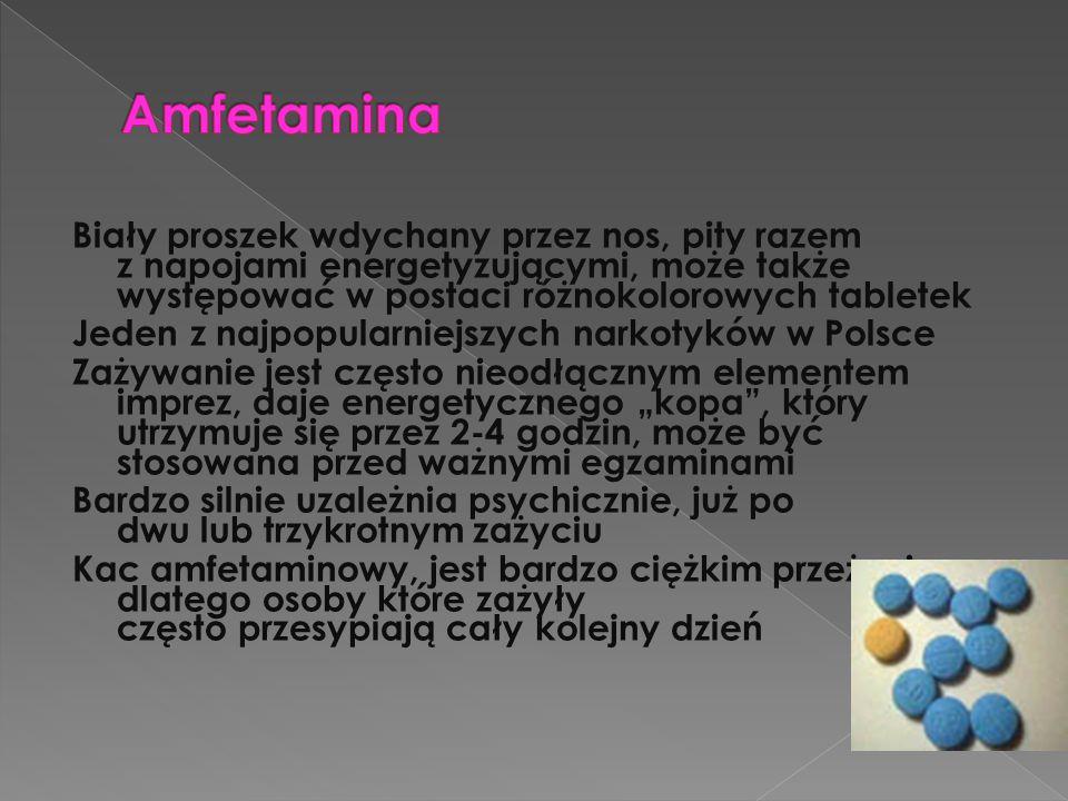 Amfetamina Biały proszek wdychany przez nos, pity razem z napojami energetyzującymi, może także występować w postaci różnokolorowych tabletek.